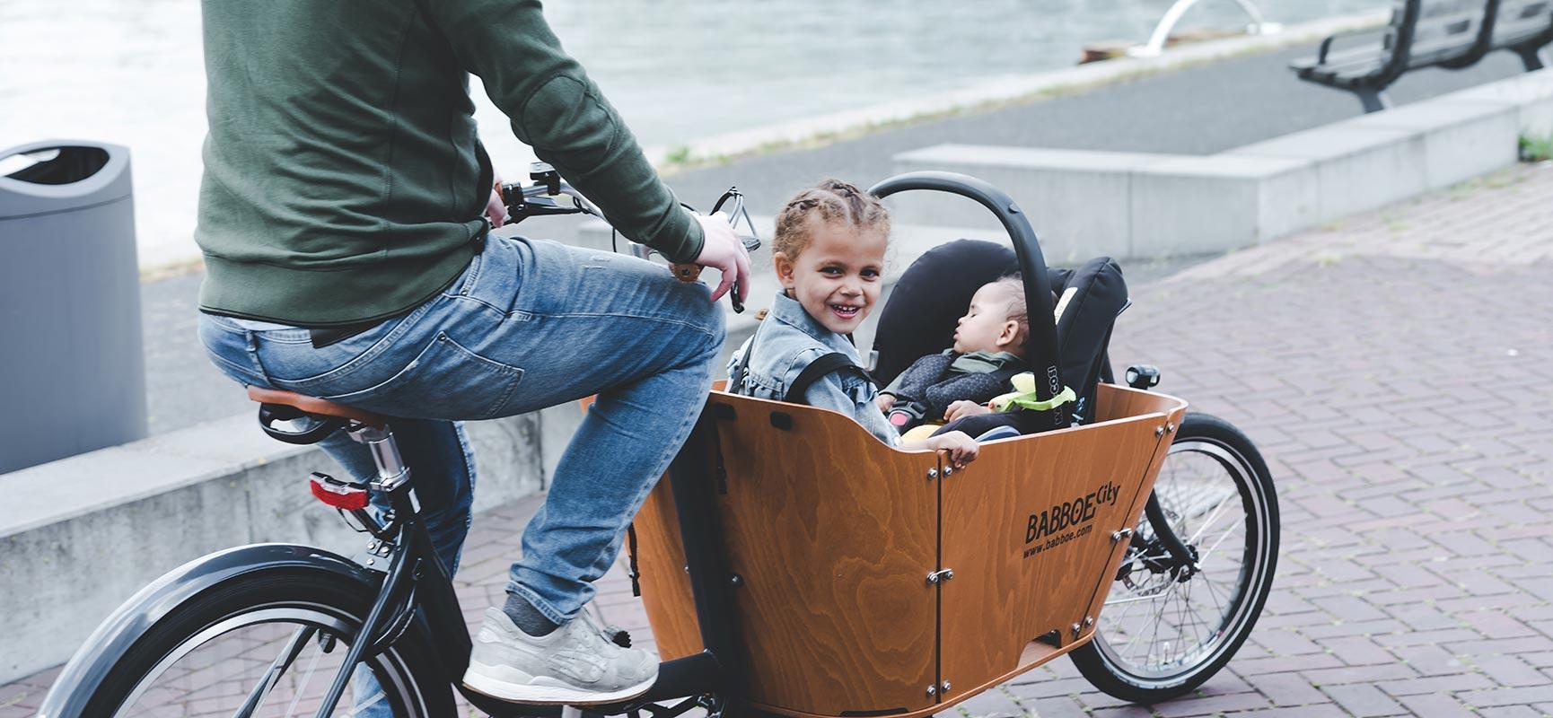 Useful! Taking a maxi cosi in the cargo bike